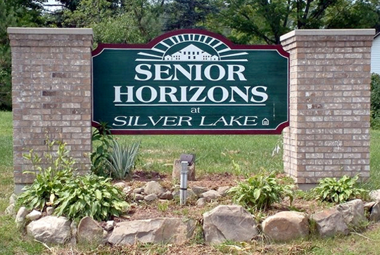Luxury senior housing complex in Orange County – Senior Horizons at Silver Lake has active adult apartments with many amenities